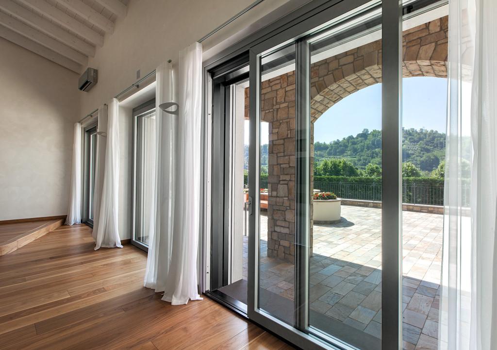 Produzione porte finestre in legno vetro italserramenti - Finestre e porte ...