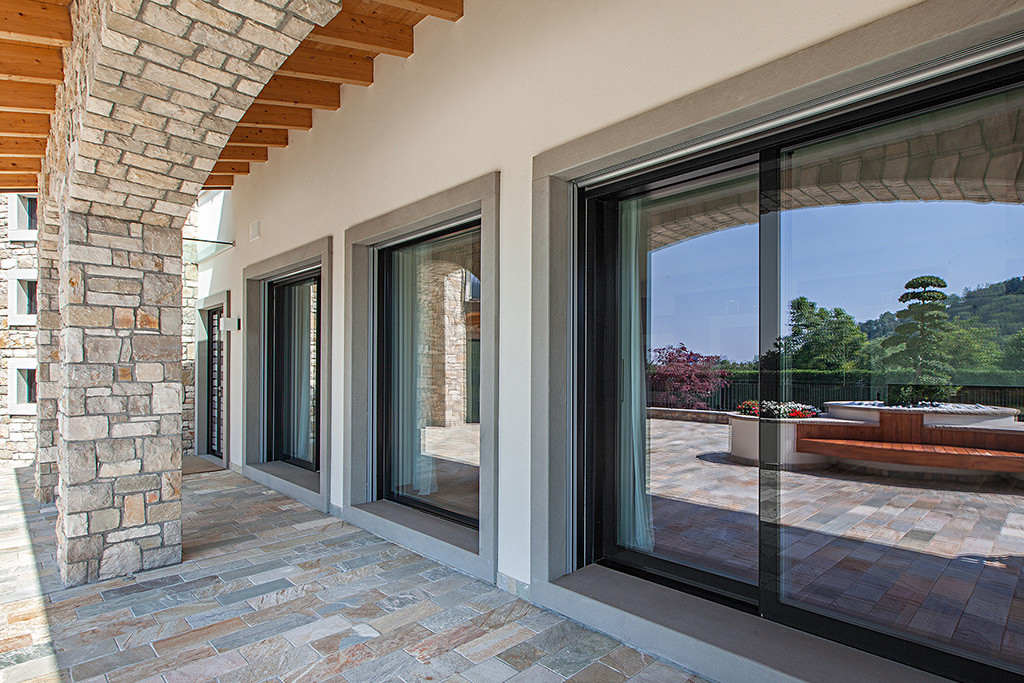 Produzione porte finestre in legno vetro italserramenti - Serramenti per finestre ...