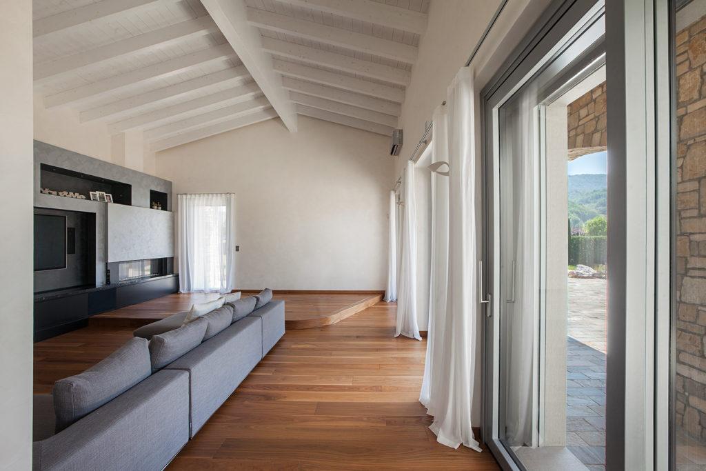 Porte finestre di design italserramenti - Su di esso si esce da una porta finestra ...